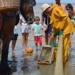 garnaalvissers met kinderen